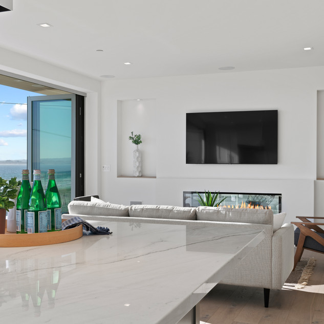 2nd Floor Penthouse - Living Room