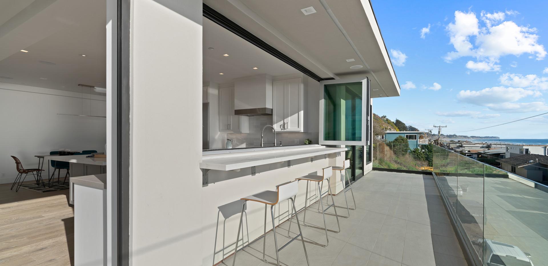 2nd Floor Penthouse - Deck Bar
