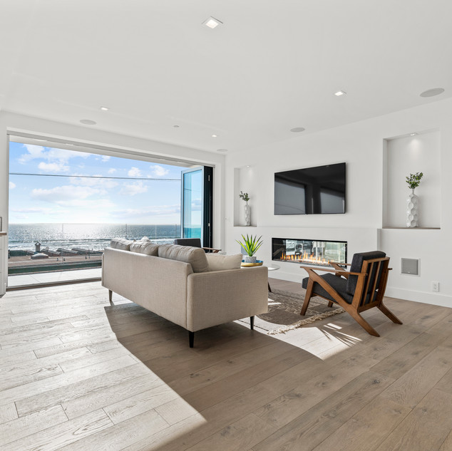 Penthouse Living Room From Wetbar