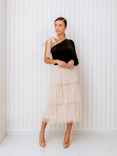 One sleeve velvet top and layered tulle skirt