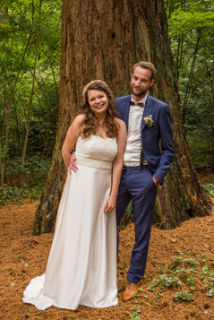 bruidspaar in een prachtig bosjpg