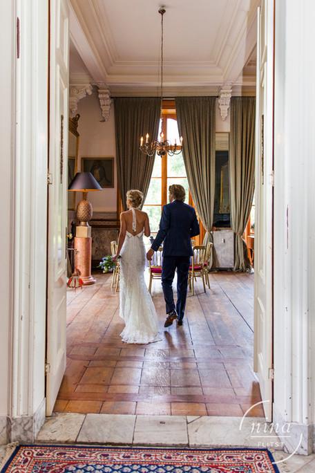 bruidspaar hand in hand.jpg
