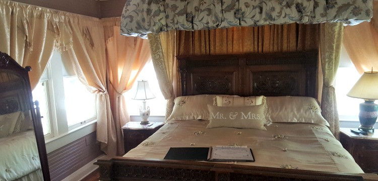 Romance Suite at The Three Oaks Bed and Breakfast at Lake Wales - photo by Lisa Codianne Fowler