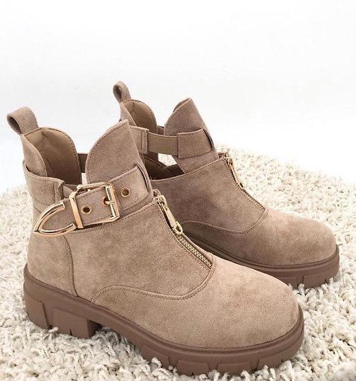 Shiny boots beige
