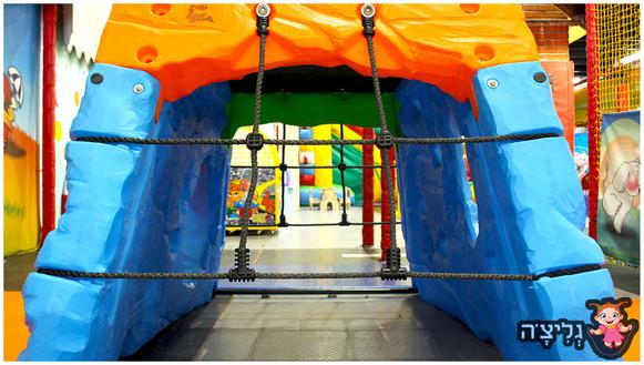 משחקיה לילדים גליצ׳ה ראשון לציון בימבות בתי עץ לילדים חדר רופא סופר מרקט תחנת כיבוי אש מוטוריקה עדינה גסה חוויה התפחותית עם שקט נפשי להורים בטיחות שרות וניקיון חדרי ימי הולדת