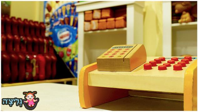 משחקיה לילדים גליצ׳ה ראשון לציון בימבות בתי עץ לילדים חדר רופא סופר מרקט תחנת כיבוי אש מוטוריקה עדינה גסה חוויה התפחותית עם שקט נפשי להורים בטיחות שרות וניקיון