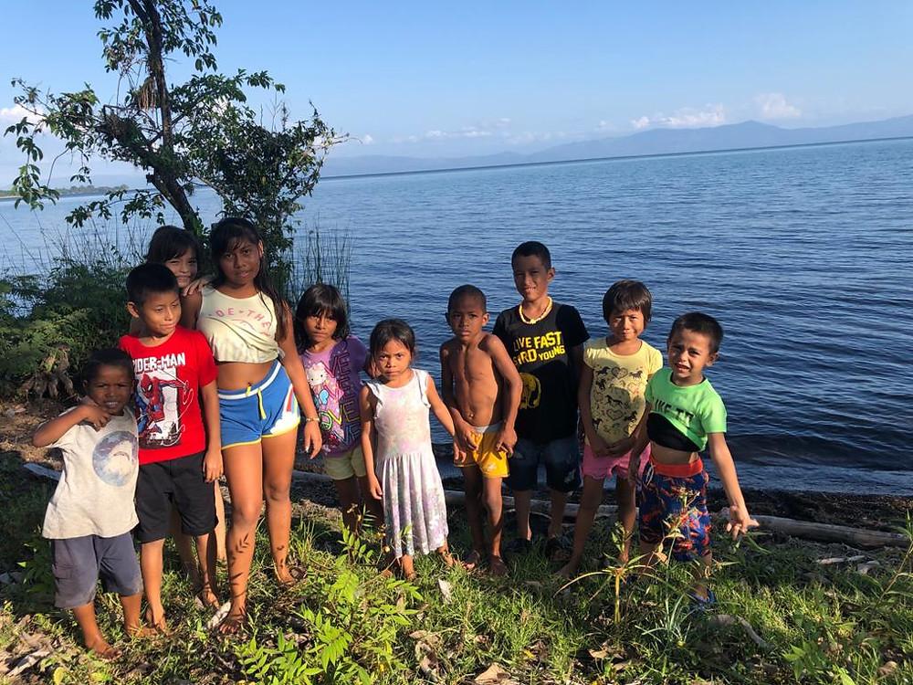 Children next to Lake Izabal
