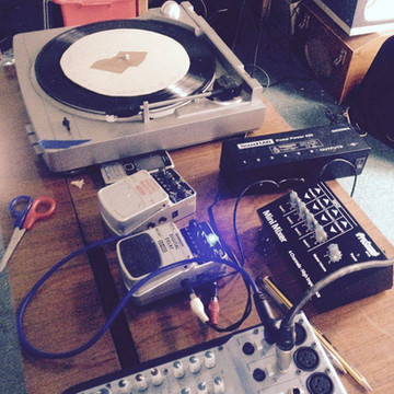 "Turntable and fx for ""Serves 12"". Seasoning 2017"