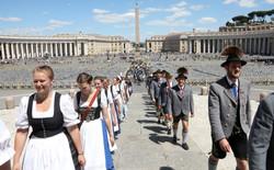 04. Einzug Petersdom