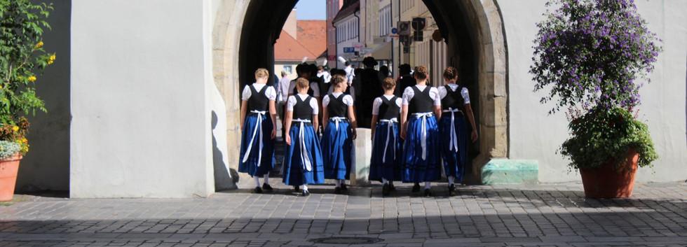013._Aufn_Weg_zum_Gäubodenfest.JPG