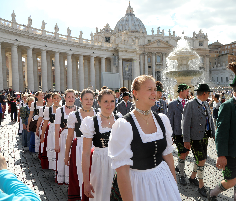 11. Festzug Granda Parata auf dem Petersplatz