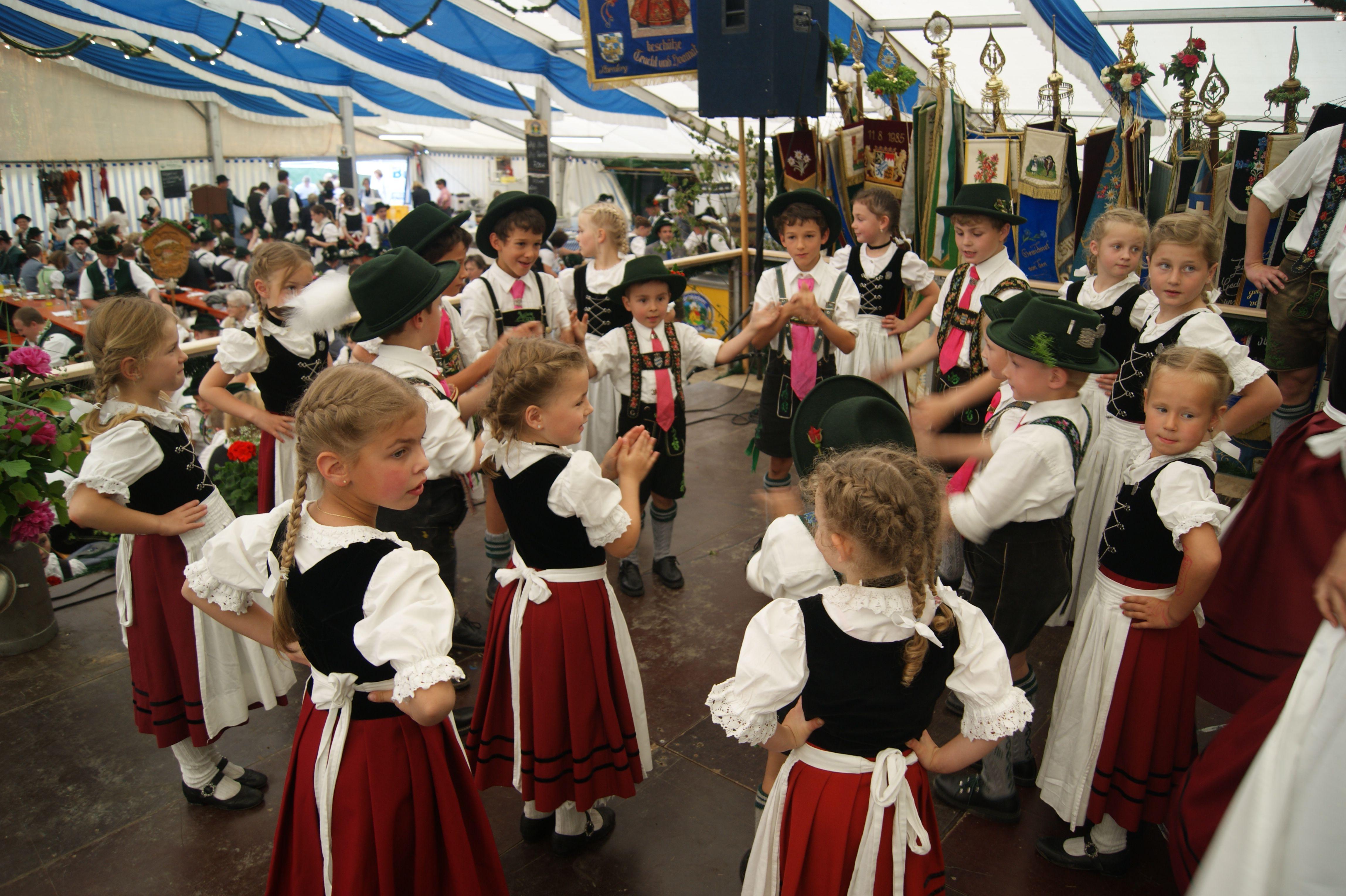Antdorfer Kinder bei ihrem Auftritt