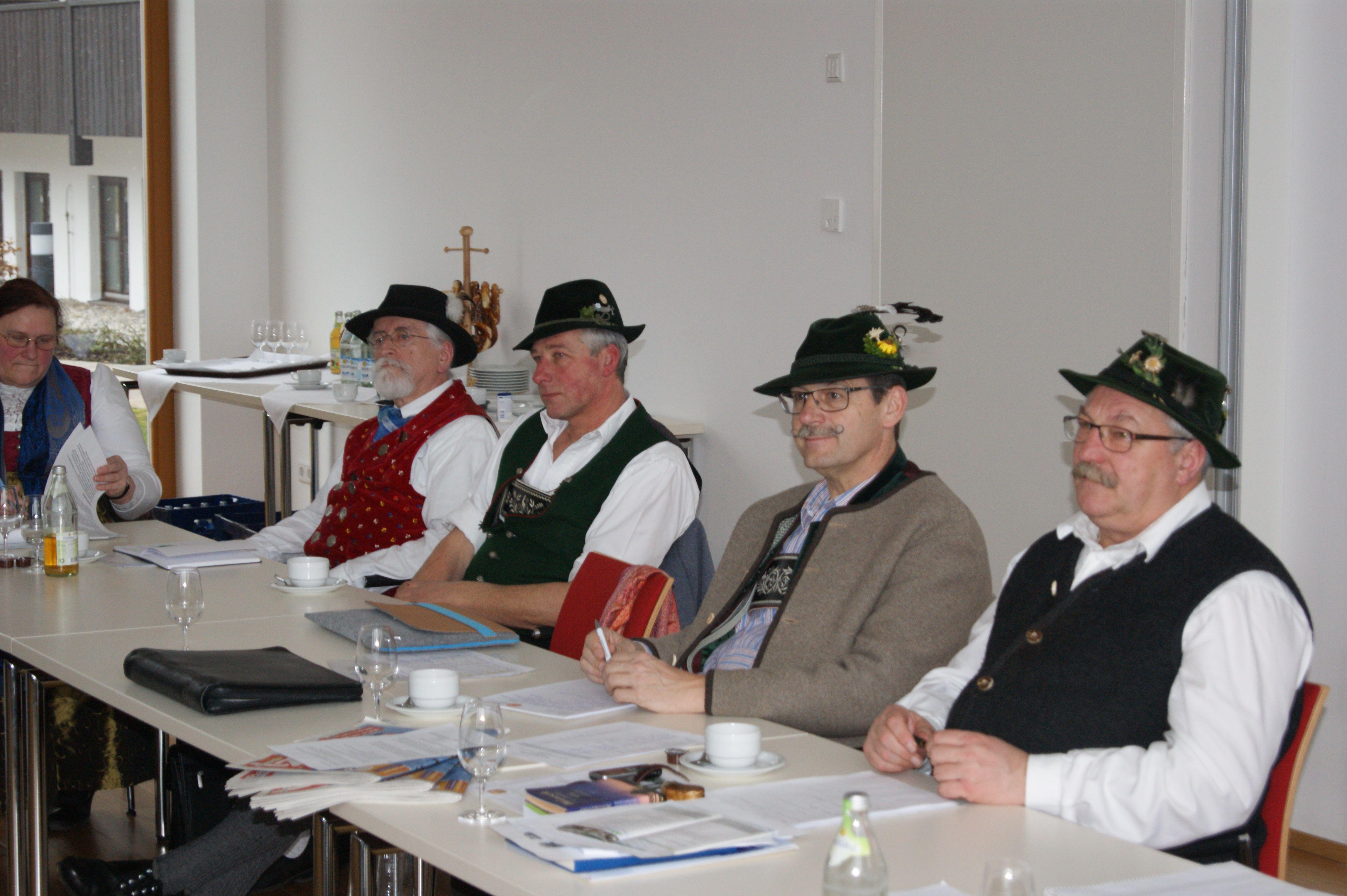 Der Sachausschuss tagt unter der Leitung von Walter Sirch (rechts)