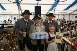 Florian Wiedenbauer und Peter Mock mit den Siegern aus Egling