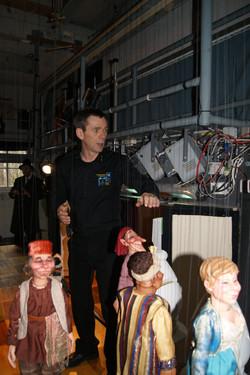 Hinter den Kulissen des Marionettentheaters