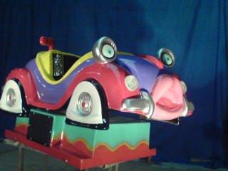 Pembuatan maskot patung karakter mobil VW dengan bahan fiberglass