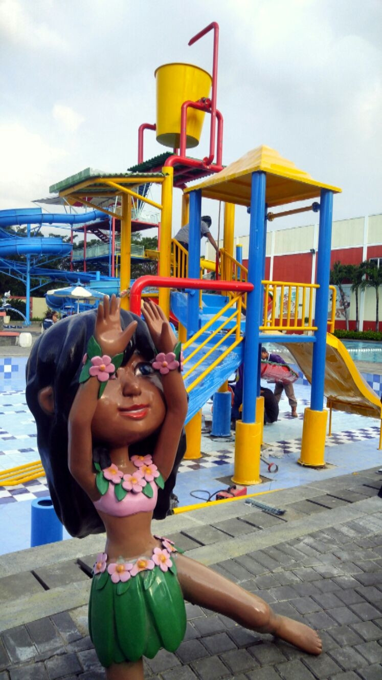 Pengrajin Patung Fiberglass di Jakarta