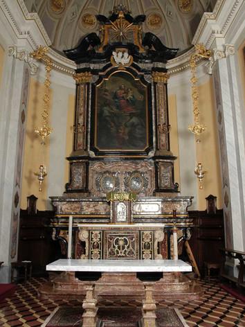 Altare chiesa 02.jpg