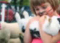 La ragazza tiene coniglio