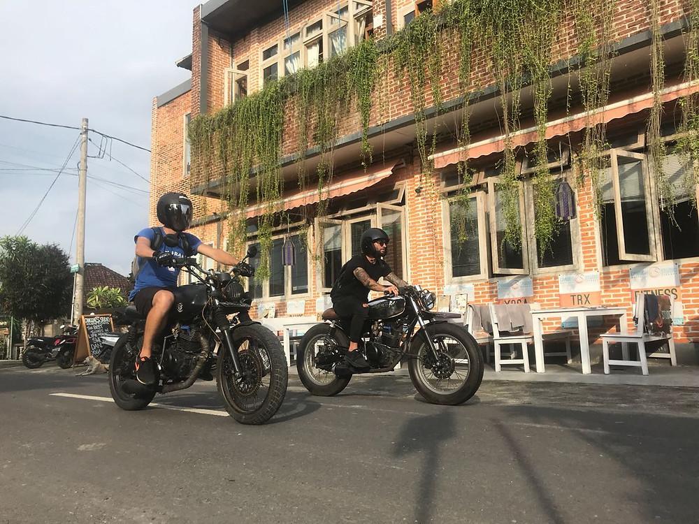катание на байках по кафешкам Италии