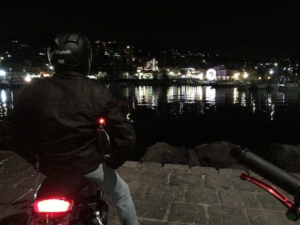 Вечером в Италии на мотоцикле