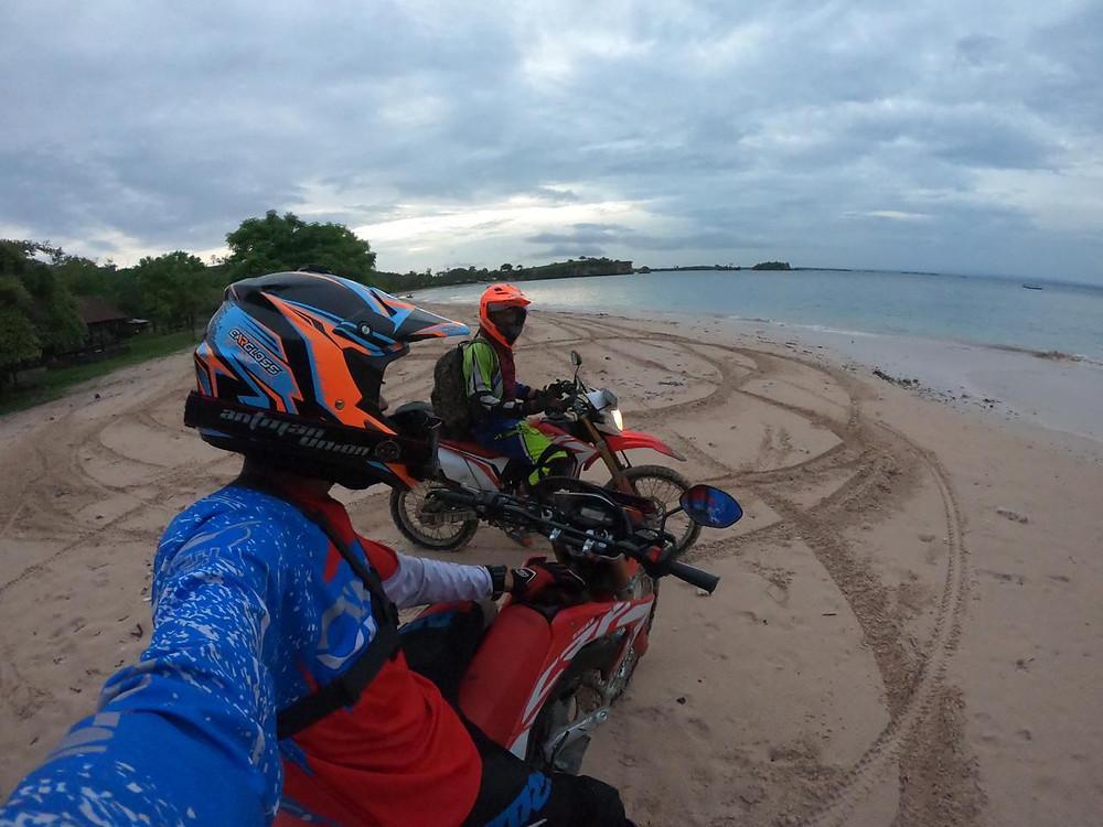 Розовый пляж остров Ломбок