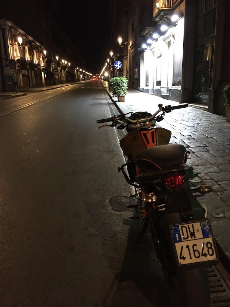 Катание на мотоцикле на Сицилии
