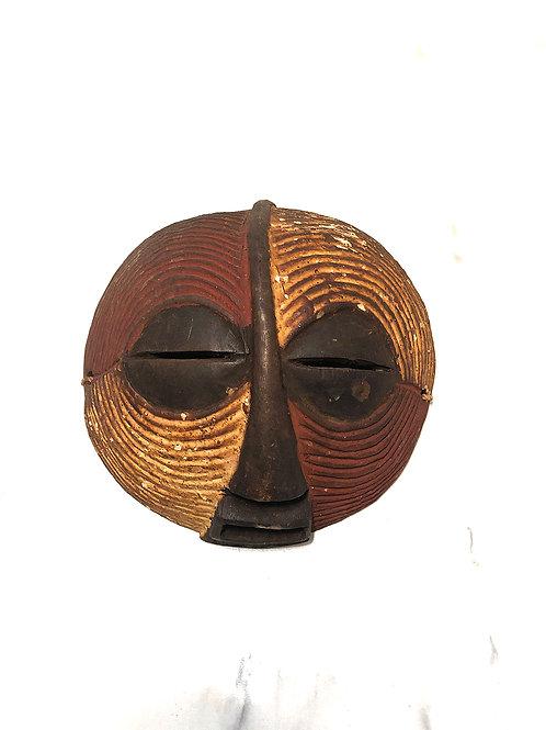 Ugandalainen naamio 2