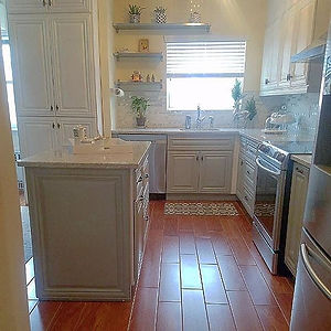 A small but stylish kitchen! Don't let the size of your space (or lack there of) deter you from goin