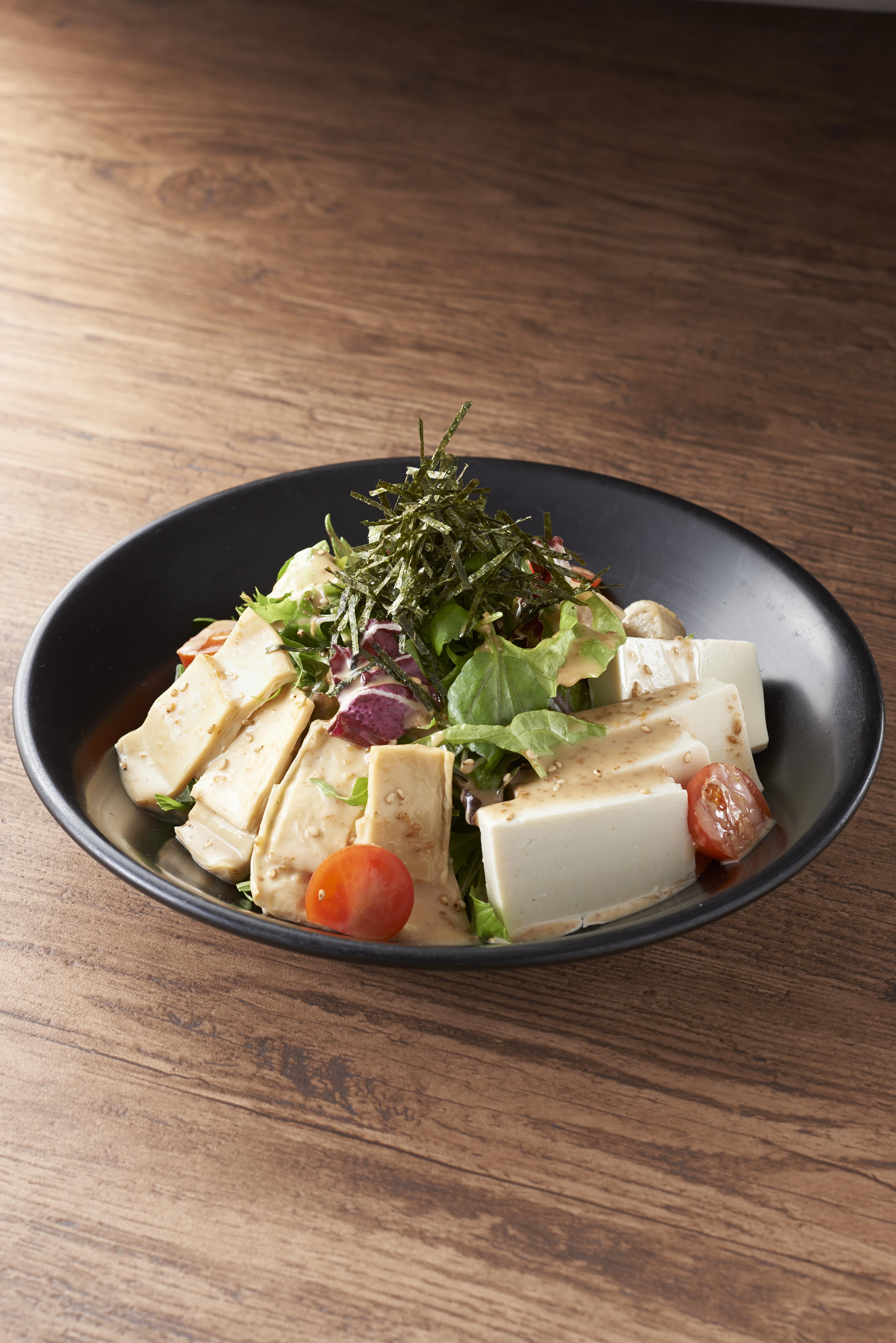湯葉・豆腐・生麩の胡麻サラダ 950円(+税)