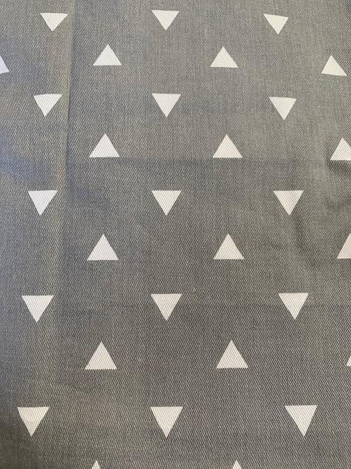 Retazo gris triángulos blancos 1,40x0,69