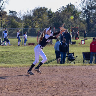 Helen Woloshyn Tracks a Pop Up at Second