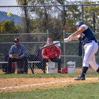 Kady Olsen Gets a Hit Against the SJ Mystics