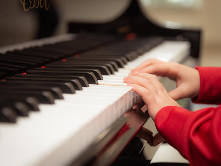 3 Major Benefits to Start Playing The Piano Young