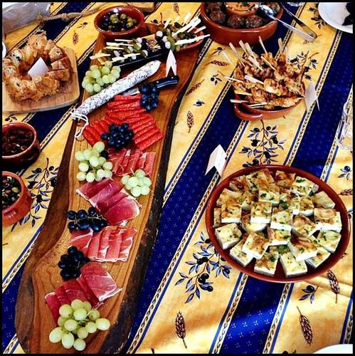 tortilla's, spiesjes, ham en gekruide olijven