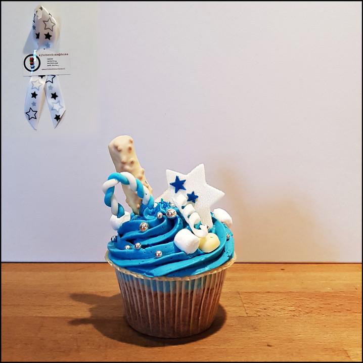 crazy-blue cupcake