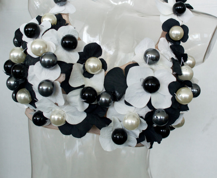 cool_it_hot_girls_pearls.jpg