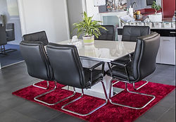 table tapis rouge.jpg