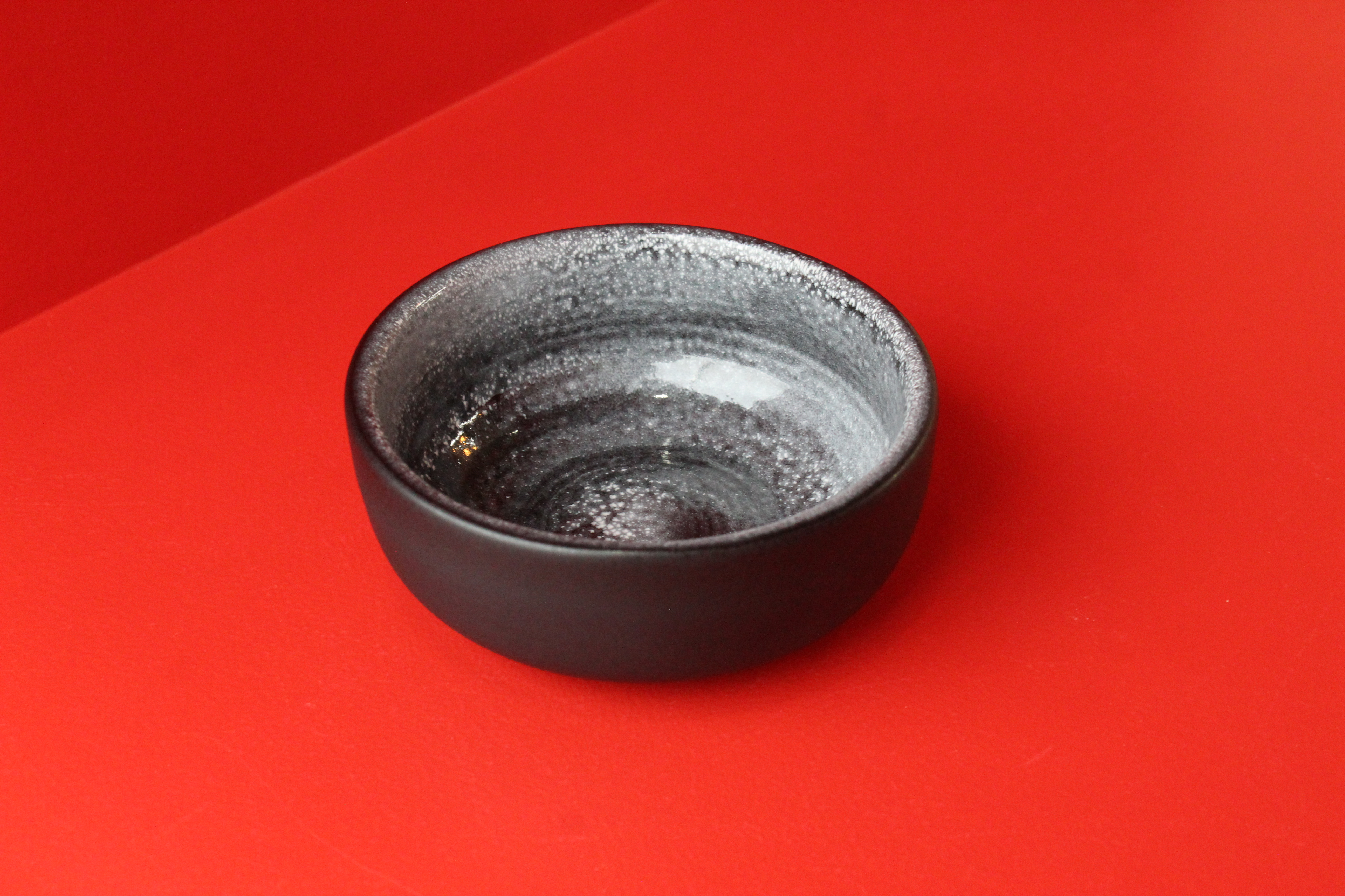 Bol à thé noir / Antonio Lampecco