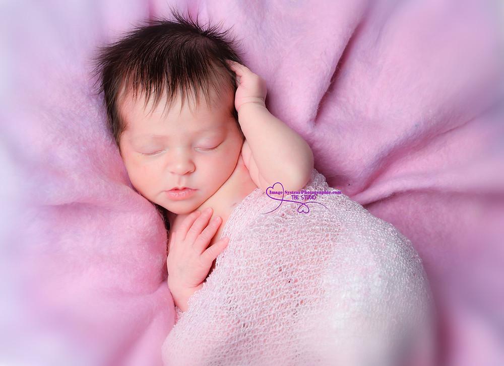 Il arrive souvent que bébé dorme pendant la séance , c'est signe qu'il est bien ...