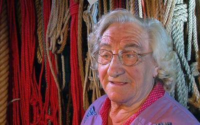 Filmproduktion - Seilerin Maria Armbruster in ihrer Werkstatt