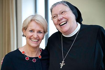 Gaby Scheewe-Pfeil mit Generaloberin Schwester Michaela Bertsch Foto: Dieter Wissing