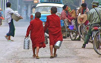 TV Produktion - Kinder in Myanmar - Bettelgang