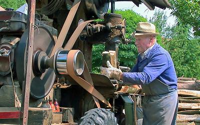 Filmproduktion - Holzsäger Fritz Kilgus - Holzsägehackmaschine