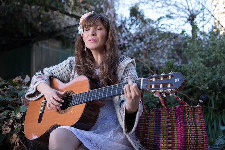 Giovanna Arce cantando