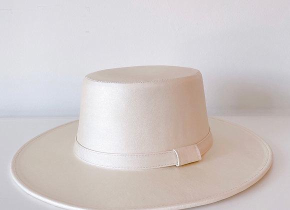 Sombrero cordobés ivory vinipiel