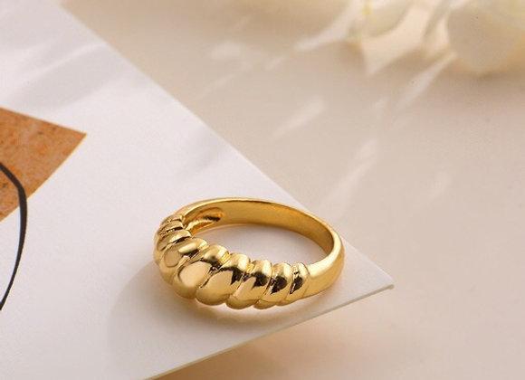 Croissant ring chapa de oro