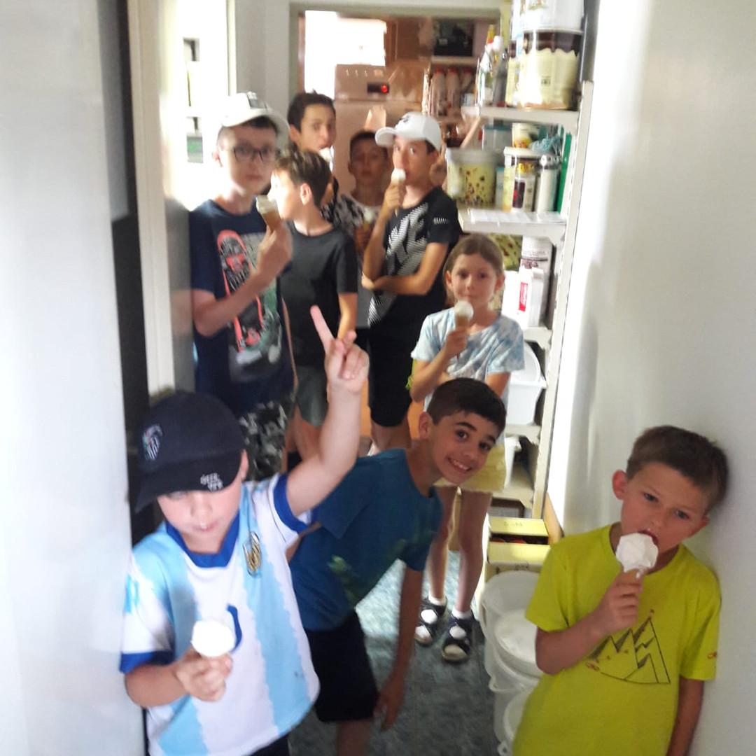 Sommercamp-Bleibug-Jufa-Eis-machen.jpg