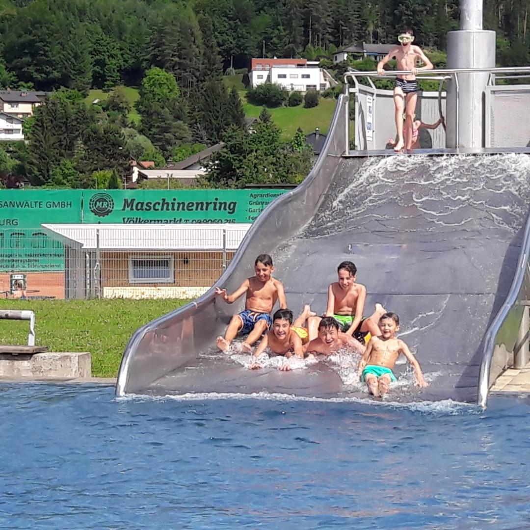Freibad-rutsche-pm-sommercamp-spaß-jufa
