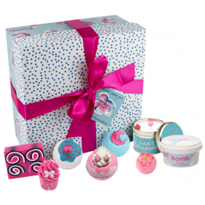 PAMPER HAMPER GIFT PACK BOMB COSMETICS